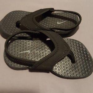 0a2662f16e2588 Nike Shoes - Boys Nike Sandals Size 7C